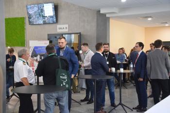 Uczestnicy forum podczas przerwy kawowej