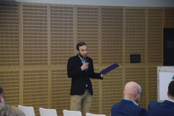 Jerzy Królikowski prowadzący panel dyskusyjny